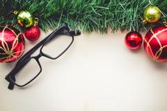 圣诞节绿草和玻璃在空白 免版税库存图片