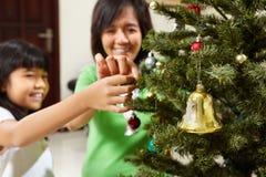 圣诞节decoarting的结构树 免版税库存图片
