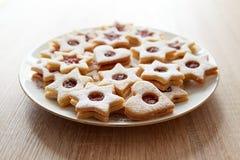 圣诞节Linzer曲奇饼特写镜头  库存照片