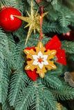 圣诞节treewith decoratibe玩具 图库摄影