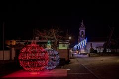 圣诞装饰维拉新星de塞尔韦拉村庄的街道  免版税库存图片