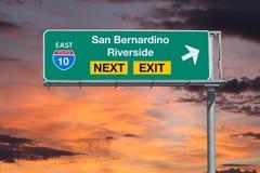 圣贝纳迪诺和河沿加利福尼亚其次前路线10的高速公路 免版税库存照片