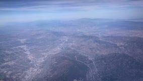 圣贝纳迪诺山鸟瞰图,从靠窗座位的看法在飞机 股票录像