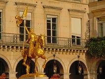 圣贞德,巴黎金雕象  免版税库存照片