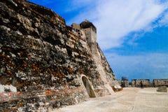 圣费利佩在俯视西班牙殖民地市卡塔赫钠在的de Indias的小山的De巴拉哈斯历史的城堡  免版税库存照片