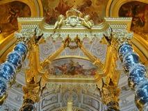 圣路易斯大教堂Invalides的内部 法坛  免版税库存照片