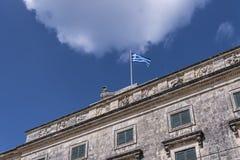圣迈克尔和圣乔治宫殿在科孚岛希腊海岛上的科孚岛镇  免版税库存图片