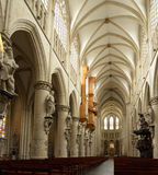 圣迈克尔和圣Gudula大教堂的内部  图库摄影