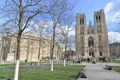 圣迈克尔和圣Gudula,布鲁塞尔大教堂的游人  库存图片