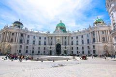 圣迈克尔广场的Michaelerplatz,维也纳,奥地利Hofburg宫殿 免版税图库摄影
