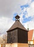 圣迈克尔教会钟楼在布拉格Podoli区  免版税库存照片