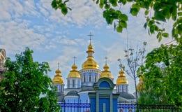 圣迈克尔的大教堂在基辅在春天 免版税库存照片