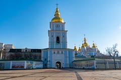 圣迈克尔的金黄半球形的修道院,经典之作攀爬,大教堂,乌克兰的大教堂圆屋顶的金黄圆屋顶 库存照片