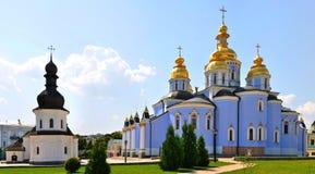 圣迈克尔的金黄半球形的修道院 基辅 乌克兰(全景 ) 免版税库存照片