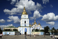 圣迈克尔的Golden Dome修道院在基辅 库存图片