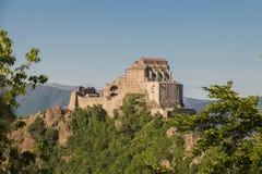 圣迈克尔` s修道院在Val di苏萨 山麓 意大利 免版税库存照片