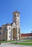 圣迈克尔` s大教堂在阿尔巴尤利亚,特兰西瓦尼亚城堡, 免版税库存照片