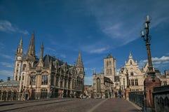 圣迈克尔` s桥梁、教会和哥特式大厦在跟特 免版税库存照片