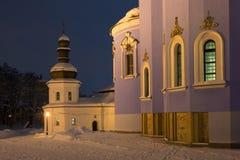 圣迈克尔` s金黄半球形的修道院有启发性教会  免版税库存照片