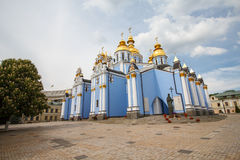 圣迈克尔` s金黄半球形的修道院看法  乌克兰 库存图片