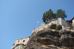 圣迈泰奥拉岩石在希腊的中部 06 18 2014年 多山自然、解决和宗教o风景  免版税图库摄影