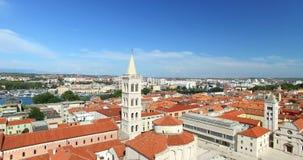 圣阿纳斯塔西娅和屋顶大教堂塔在扎达尔,克罗地亚 股票录像
