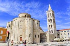 圣阿纳斯塔西娅钟楼St多纳特教会、论坛和大教堂在扎达尔,克罗地亚 免版税库存图片