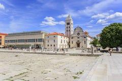 圣阿纳斯塔西娅钟楼St多纳特教会、论坛和大教堂在扎达尔,克罗地亚 免版税库存照片
