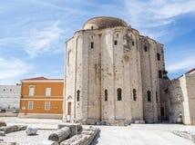 圣阿纳斯塔西娅钟楼St多纳特教会、论坛和大教堂在扎达尔 库存图片