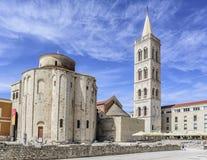 圣阿纳斯塔西娅钟楼St多纳特教会、论坛和大教堂在扎达尔 免版税图库摄影