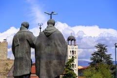 圣面对St的教会西里尔和Methodius雕象  免版税图库摄影