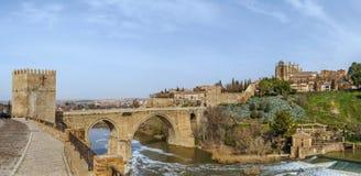 圣马丁桥梁,托莱多,西班牙全景  库存图片
