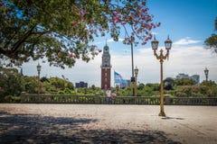 圣马丁省广场和巨大的塔在Retiro地区-布宜诺斯艾利斯,阿根廷 免版税库存图片