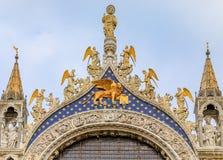 圣马克在圣马克` s正方形的` s大教堂门面在威尼斯 库存图片