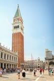 圣马克广场的游人在威尼斯,意大利 免版税库存图片
