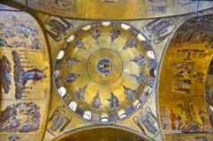 圣马克的大教堂威尼斯,意大利内部。 免版税图库摄影