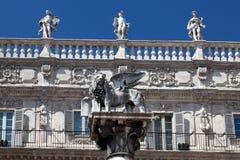 圣马克的狮子,威尼斯共和国在维罗纳, Ital的标志 免版税库存照片