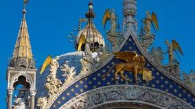 圣马克` s大教堂在威尼斯,意大利 圣马克` s大教堂,威尼斯,意大利建筑细节  圣马克` s金黄狮子 库存照片