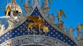 圣马克` s大教堂在威尼斯,意大利 圣马克` s大教堂,威尼斯,意大利建筑细节  圣马克` s金黄狮子 免版税库存照片