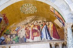 圣马克` s大教堂外部马赛克在威尼斯 图库摄影