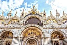圣马克` s大教堂威尼斯,意大利 圣马克` s财富和力量的大教堂标志华美的西部门面  库存照片