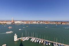 圣马克` s钟楼和哥特式共和国总督` s宫殿圣马可广场的,威尼斯,意大利 库存图片