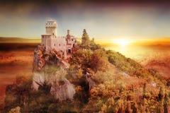 圣马力诺塔艺术性的看法:Cesta或Fratta在日落 免版税库存照片