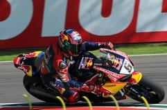 圣马力诺意大利- 5月12日:斯蒂芬Bradl GER本田CBR1000RR本田世界在行动的超级摩托车队在合格在伊莫拉的WSBK期间 免版税库存图片