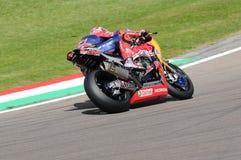 圣马力诺意大利- 5月12日:斯蒂芬Bradl GER本田CBR1000RR本田世界在行动的超级摩托车队 免版税库存照片