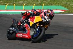 圣马力诺意大利- 5月12日:斯蒂芬Bradl GER本田CBR1000RR本田世界在行动的超级摩托车队 免版税库存图片