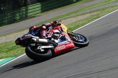 圣马力诺意大利- 5月12日:斯蒂芬Bradl GER本田CBR1000RR本田世界在行动的超级摩托车队 库存照片