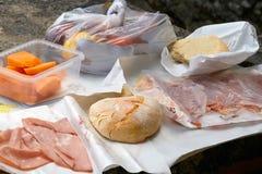 圣马力诺,圣马力诺- 2017年7月10日:在堡垒的上面的野餐 免版税库存图片