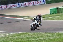 圣马力诺,意大利- 5月12 :在行动的特别是霍尔迪托里斯BMW S 1000 RR蜀癸属植物BMW赛跑的队 库存图片