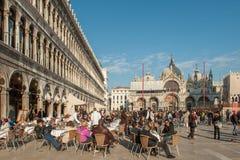 圣马可广场的室外餐馆在威尼斯 库存照片